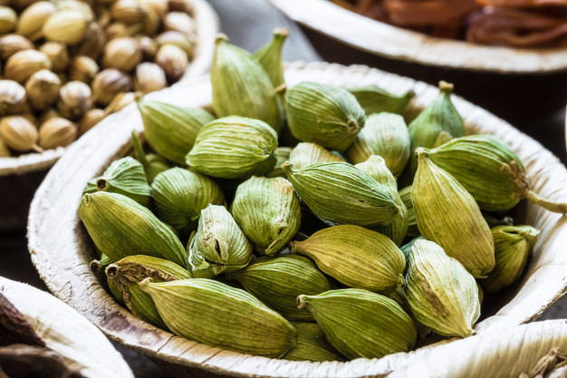 Cardamom –  Introduction, Benefits, Uses and Risks