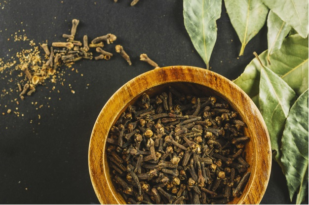 Clove (Laung) – Benefits, Uses, and Its Side Effects